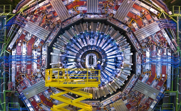 .- Inaugurado con éxito el LHC -.